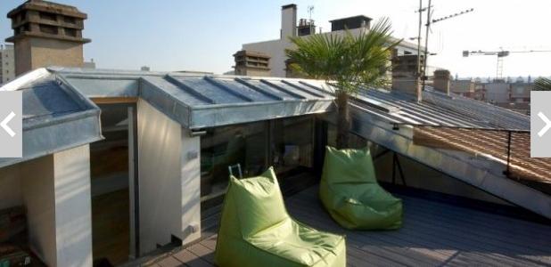 Des combles transformés en bureau avec terrasse